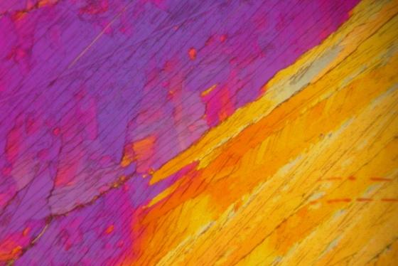 Adipinsäure, fotografiert mit Schaumstoffschlauch, unbearbeitet