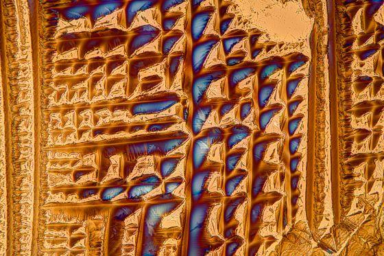 L-Weinsäure fotografiert im polarisierten Licht mit L/4-Plättchen.